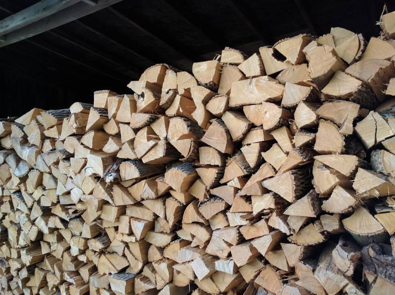 Holzspalter mit benzinmotor und fahrwerk